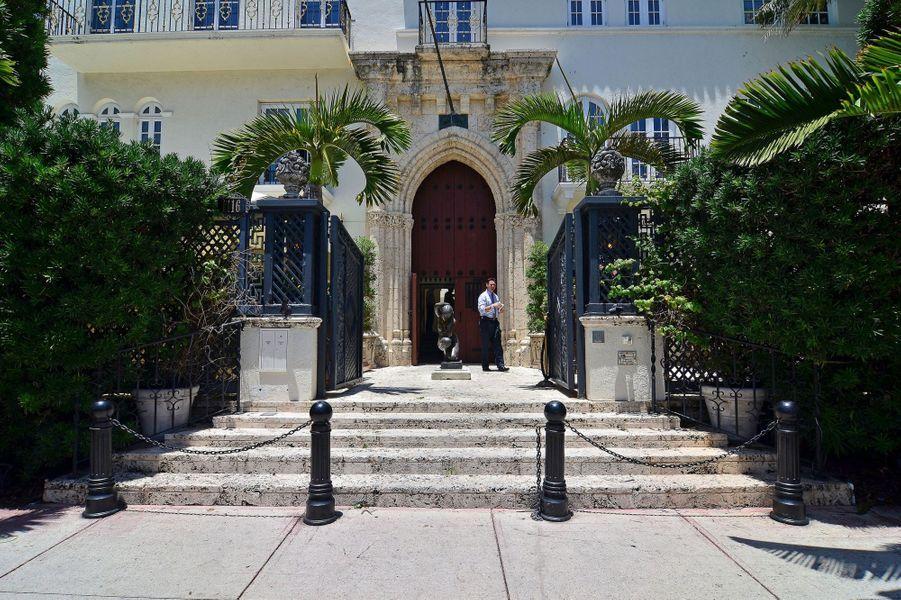 Visitez le palace de Gianni Versace