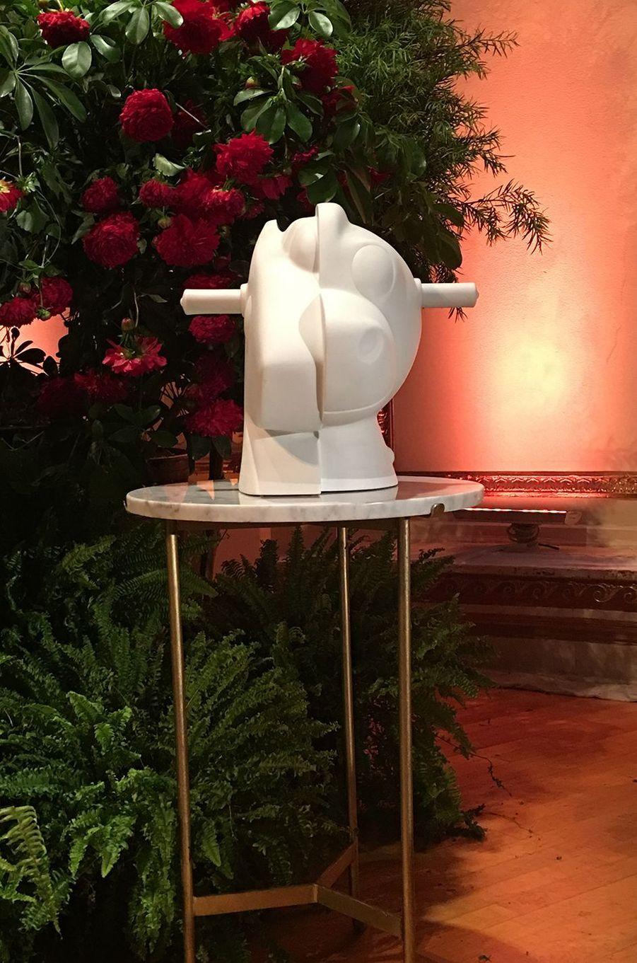 """""""Split Rocker"""" le vase Bernardaud crée par Jeff Koons, également acheté aux enchères par Jean-Paul Agon."""