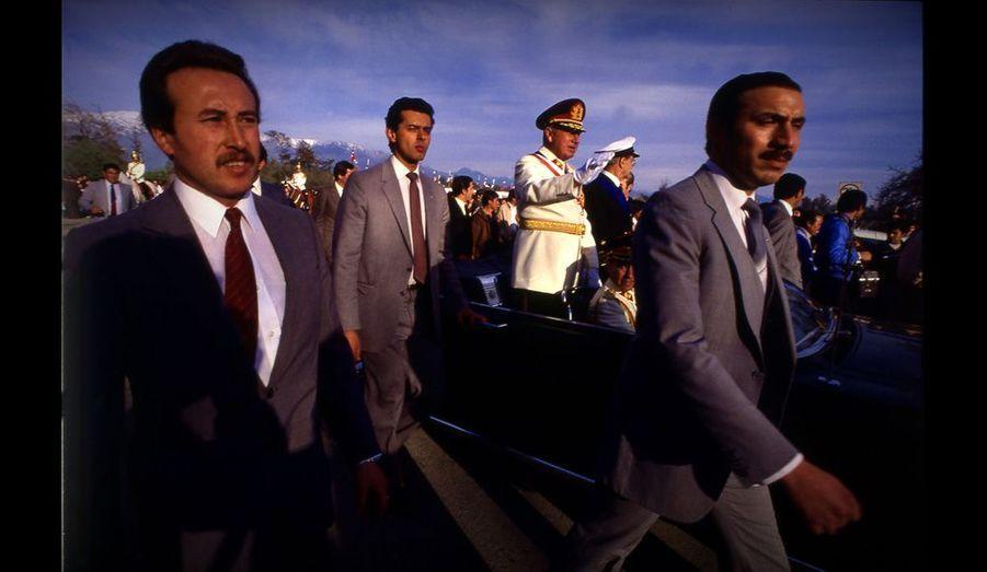 Le dictateur chilien lors des manifestations commémorant le 10e anniversaire de son coup d'Etat.
