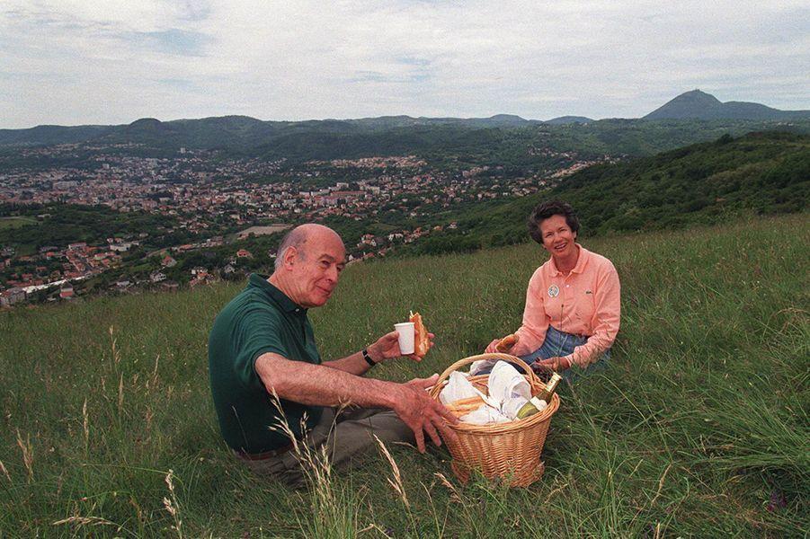 Le pique-nique de Valéry Giscard d'Estaing à Clermont, en 1995