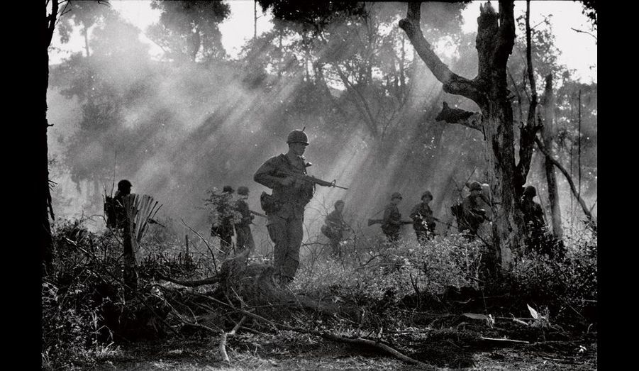 Patrouille américaine lors de la guerre du Vietnam en 1967.