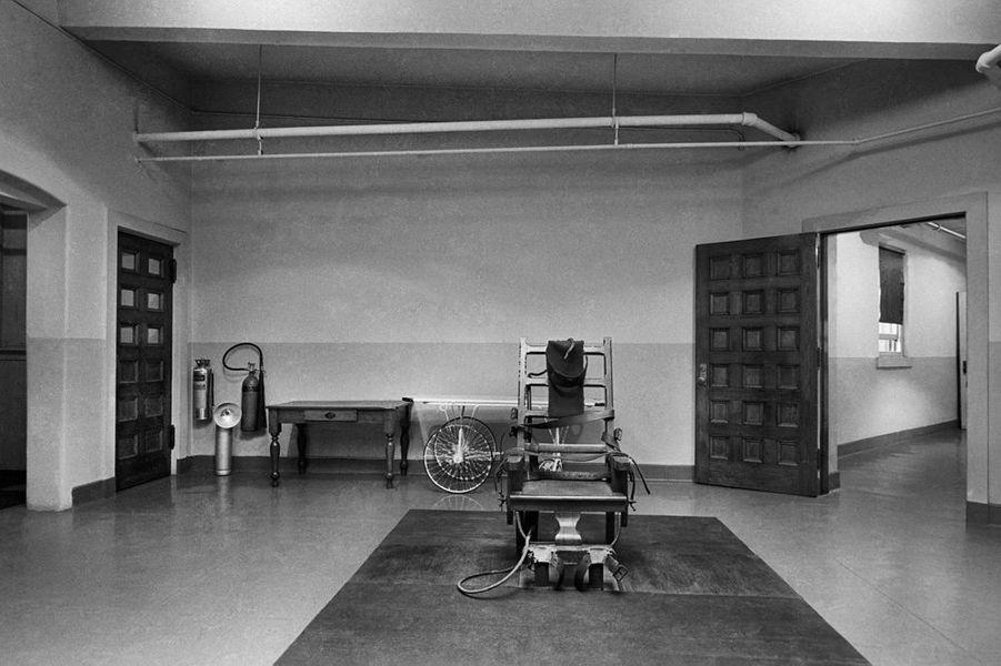 C'est la tristement célèbre chaise électrique de la prison de Sing Sing, au nord de New York. On peut voir aussi le couloir de la mort tant illustré dans les romans et les films.
