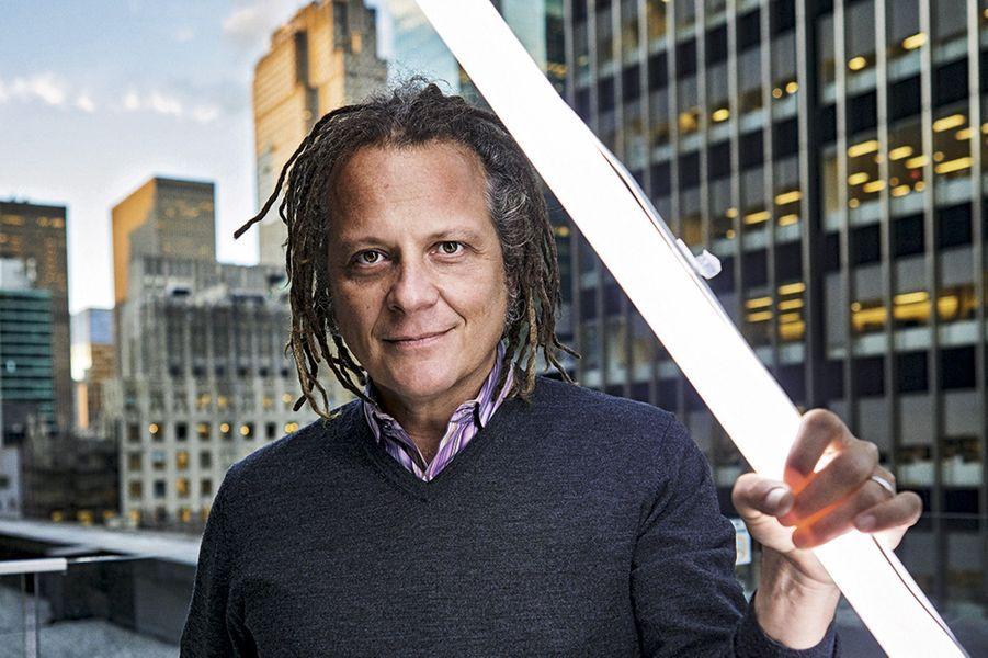 Martin Schoeller sur le toit des locaux de Pernod Ricard à New York.