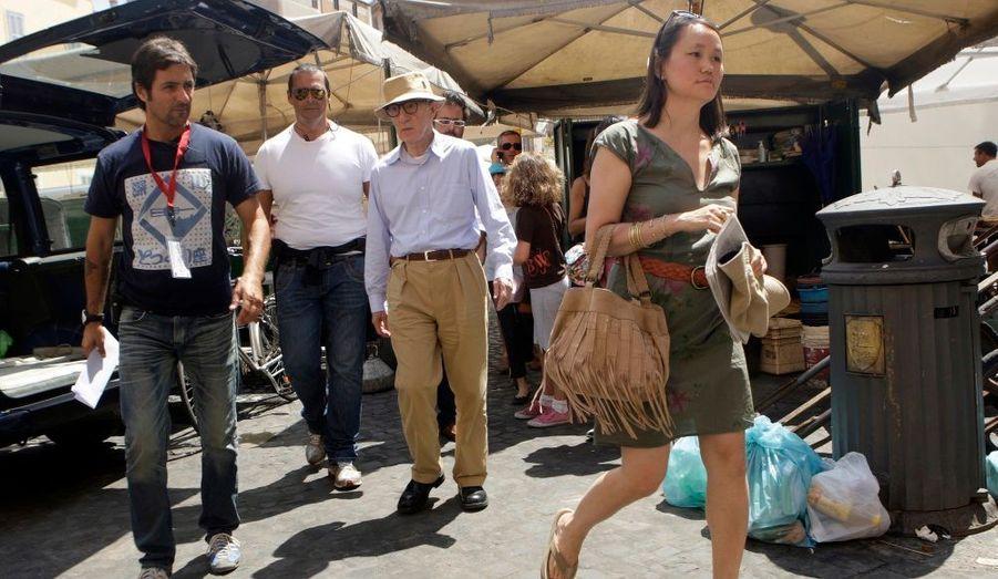Sur le tournage de «The Bop Decameron», Woody Allen est accompagné de sa femme Soon-Yi Previn.