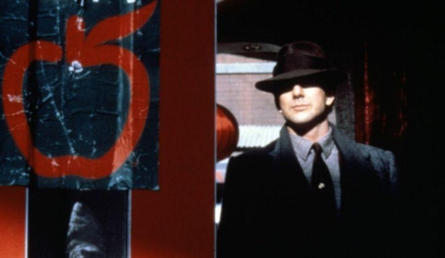 """Mickey Rourke, la pluie sur Chinatown, des scènes de fusillade reprises ensuite par John Woo et Quentin Tarantino: """"L'Année du dragon"""" a marqué son époque."""