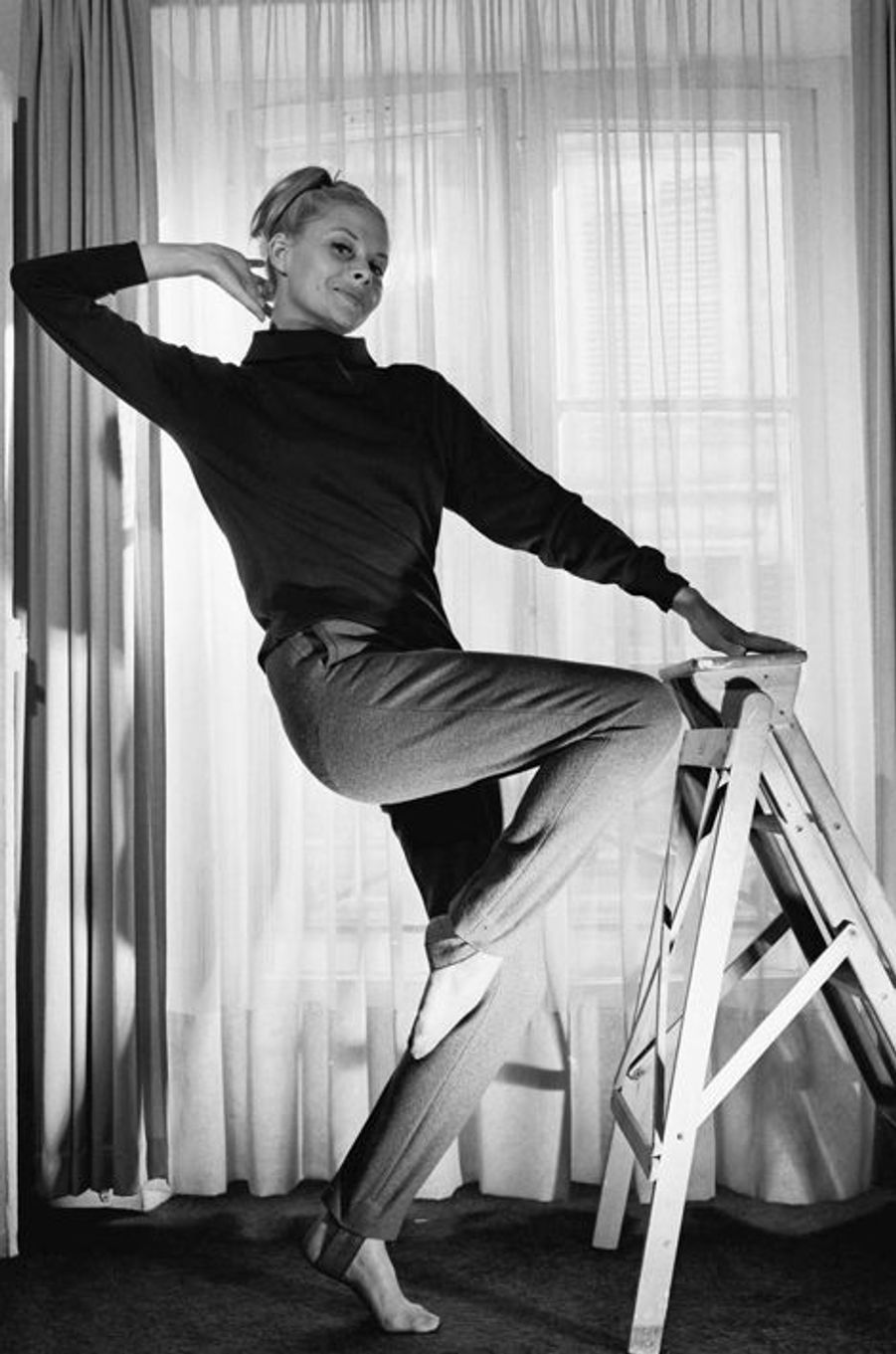 Christiane Minazzoli chez elle. Paris, en 1962
