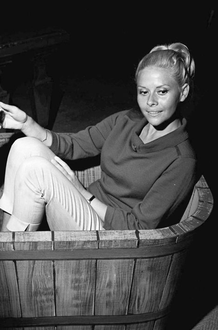 """Christiane Minazzoli, lors de la repetion piece """"La Reine Galante"""" d'Andre Castelot au Theatre des Ambassadeurs, en 1962"""