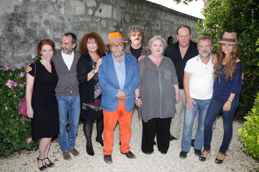 Bruno Solo et l'équipe au grand complet de «Brèves de comptoir» de Jean-Michel Ribes