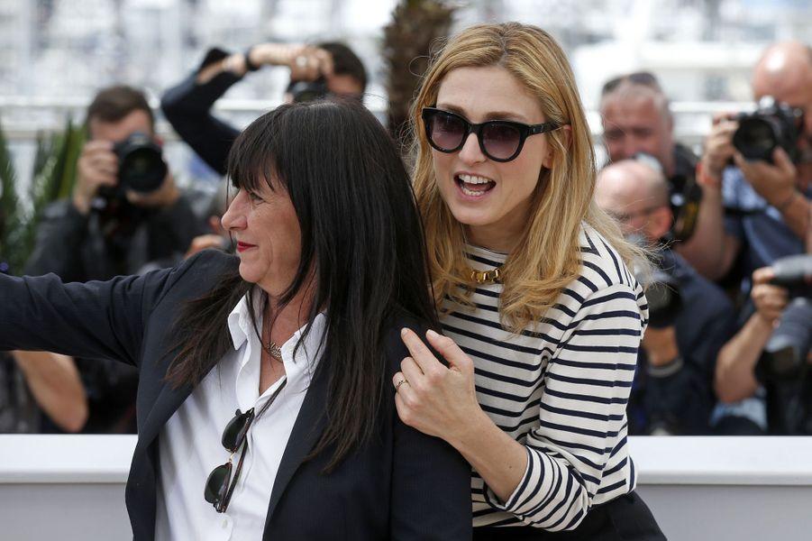 Sylvie Pialat et Julie Gayet à Cannes le 21 mai 2015