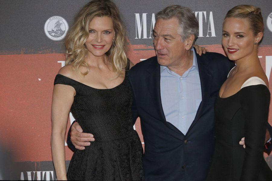 Robert de Niro est accompagné de ses partenaires à l'écran, Michelle Pfeiffer et Diana Agron.
