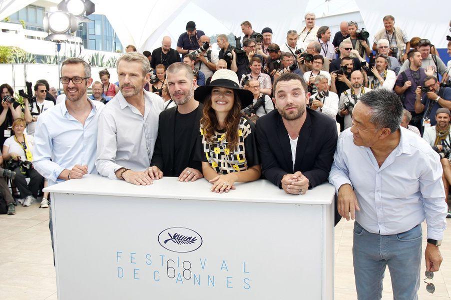"""L'équipe du film """"Les Enragés"""" lors du photocall du Festival de Cannes"""