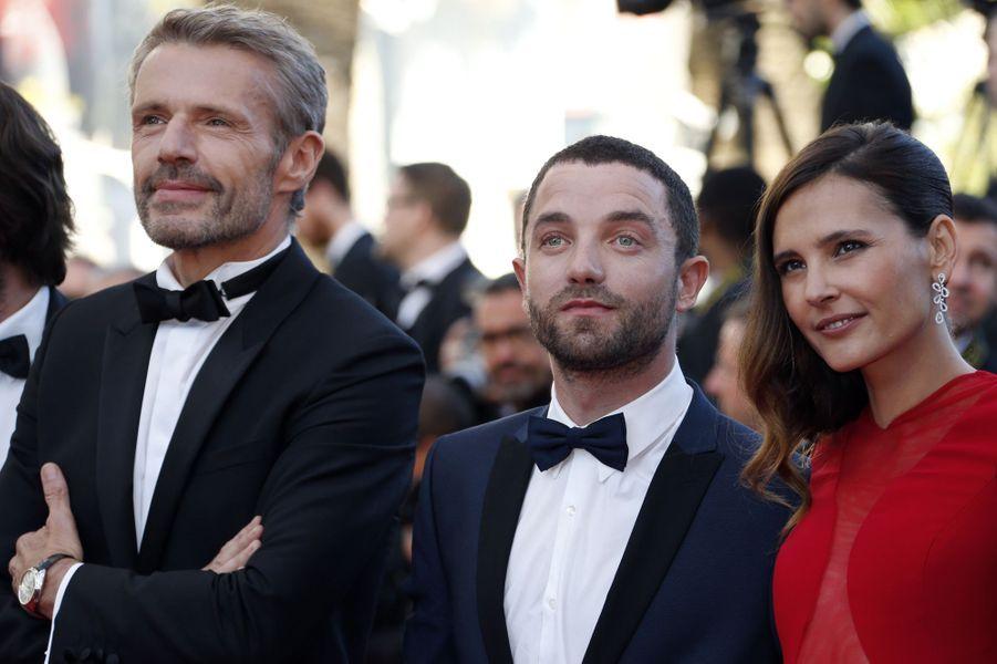 Lambert Wilson, Guillaume Gouix et Virginie Ledoyen sur le tapis rouge du Festival de Cannes