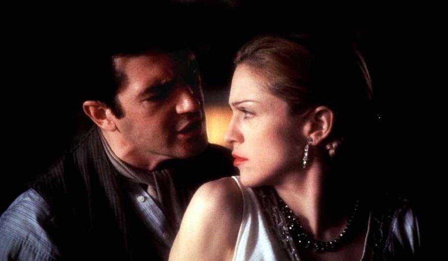 En 1996 il joue avec Madonna dans Evita d'Alan Parker, dans lequel il incarne le Ché -un rôle qui lui valut une nomination aux Golden Globe.