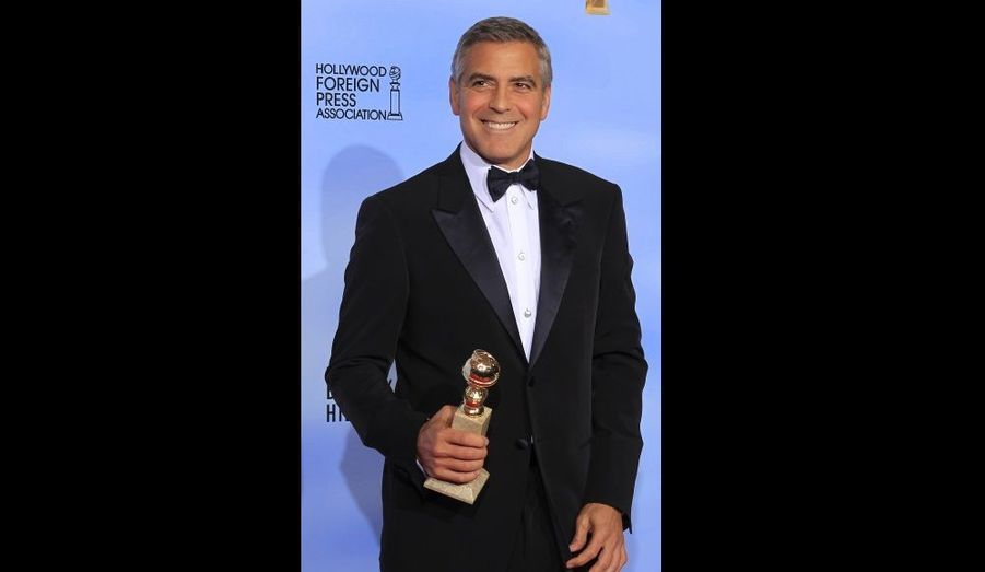 """En janvier 2012, George Clooney repart avec un premier prix pour son rôle dans """"The Descendants"""", le Golden Globe du Meilleur acteur. En route pour les Academy Awards."""