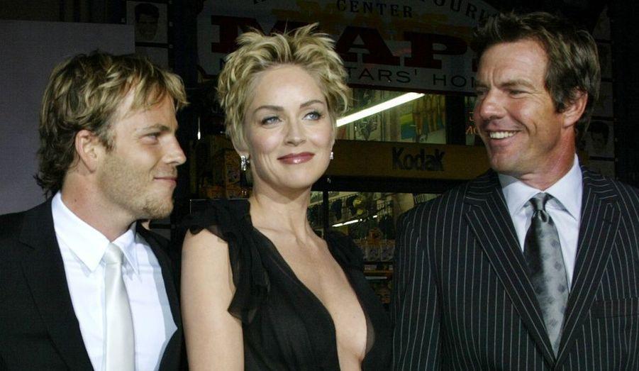 """Les acteurs Stephen Dorff et Dennis Quaid sous l'œil de leur co-actrice Sharon Stone, à la première de """"Cold Creek Manor""""."""