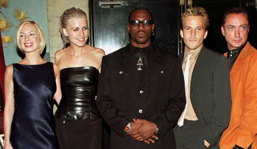 Traci Lords, Arly Jover, Wesley Snipes, Stephen Dorff et Udo Kier, le casting de Blade pose à la première du film à Hollywood, le 20 août 1998.
