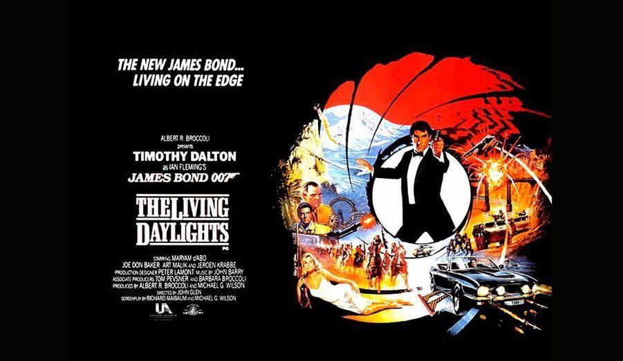 Timothy Dalton reprend le rôle dans ce film d'espionnage plus réaliste que les précédents.