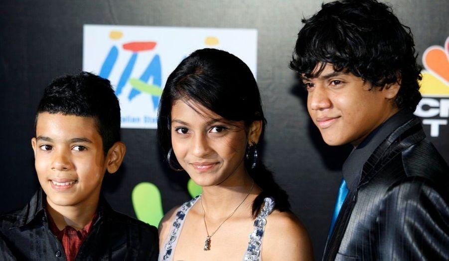 """Les stars du film Slumdog Millionaire, Gajiwala, Lonkar et Chheda, ont foulé le tapis vert du Cirque du Soleil, à l'occasion de """"l' International Indian Film Academy"""", qui se tient actuellement à Macau."""