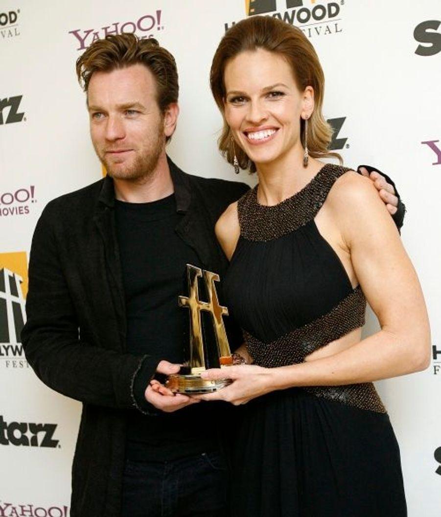 Hilary Swank, ici avec Ewan McGregor, a pour sa part été désignée comme la meilleure actrice de l'année pour son rôle dans Amelia.