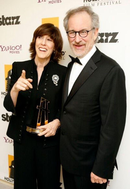 Nora Ephron s'est pour sa part vue remettre de la main de Steven Spielberg le prix de la meilleure scénariste.