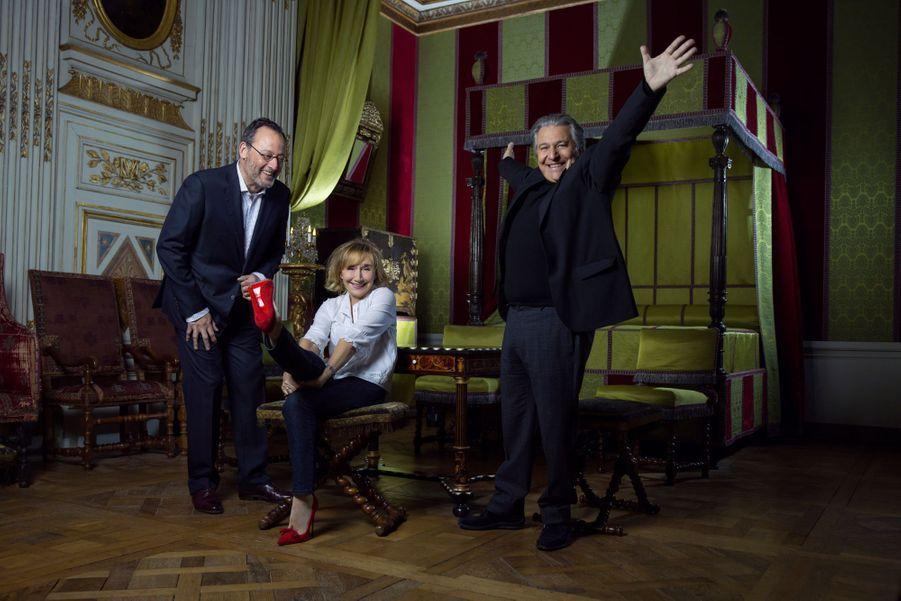 Jean Reno, Marie-Anne Chazel, Christian Clavier, réconciliés dans l'appartement de Charlotte Séguier, duchesse de Sully.