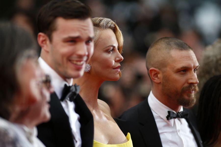 L'équipe du film foule le red carpet, à Cannes, le 14 mai 2015