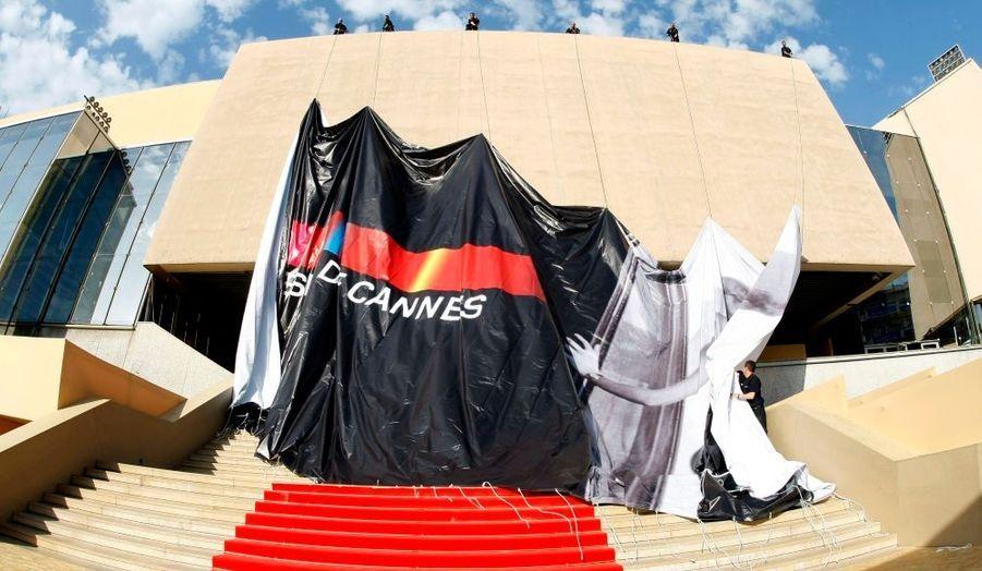 Derniers préparatifs avant le lancement officiel du Festival de Cannes, mercredi à 19h30.