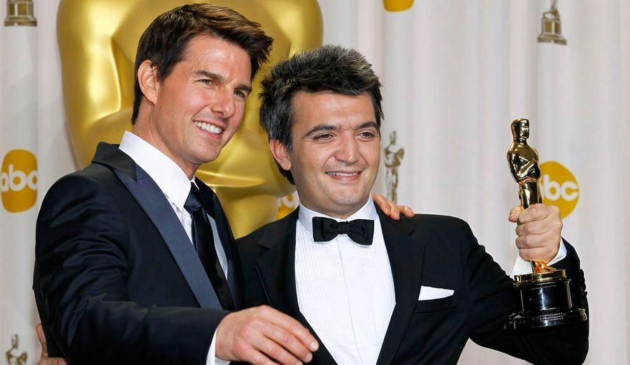 Tom Cruise et Thomas Langmann posent ensemble après la cérémonie. Le premier a remis au second l'Oscar du meilleur film.