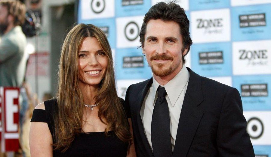 """Christian Bale, un des personnages principaux du dernier """"Terminator"""", et sa femme posent pour les photographes. L'acteur est présent dans le film """"Public Enemies"""", il y joue le rôle de Melvin Purvis, un agent du FBI."""