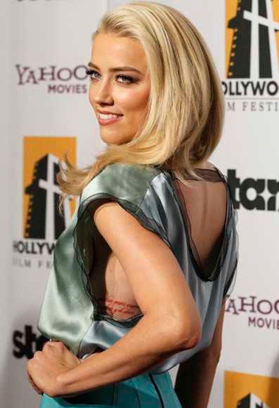 Amber Heard a donc reçu le Hollywood Spotlight Awards, qui récompense les nouveaux espoirs, pour Rhum express, avec Elle Fanning (Super 8), mais aussi Bérénice Bejo (The Artist), Jean Dujardin (The Artist), Andrea Riseborough (WE), Shailene Woodley (The Descendants), et Anton Yelchin (Like Crazy).