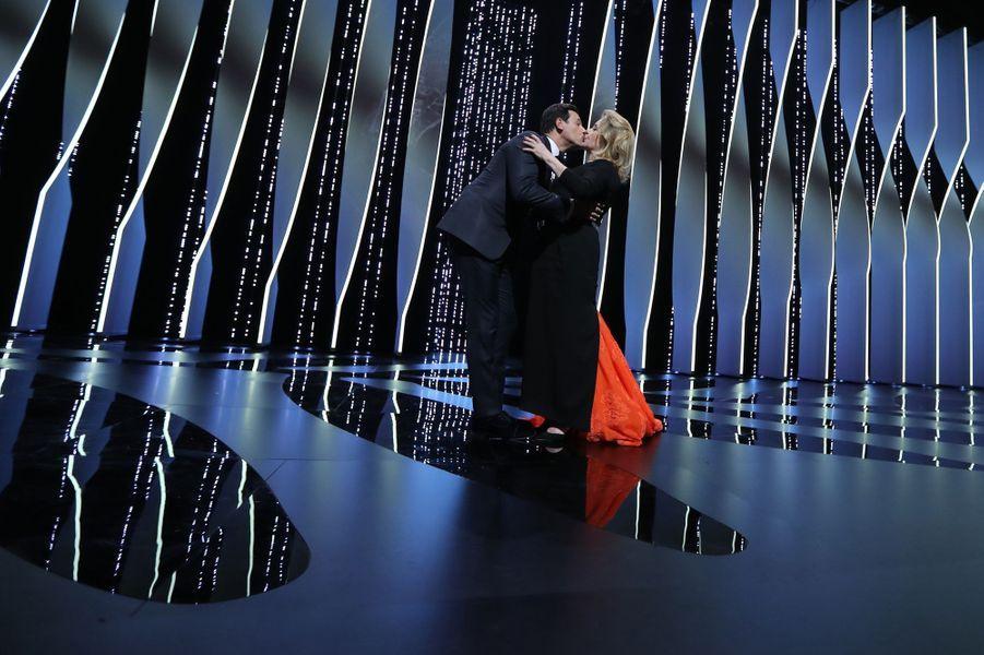 Le baiser de Catherine Deneuve à Laurent Laffite
