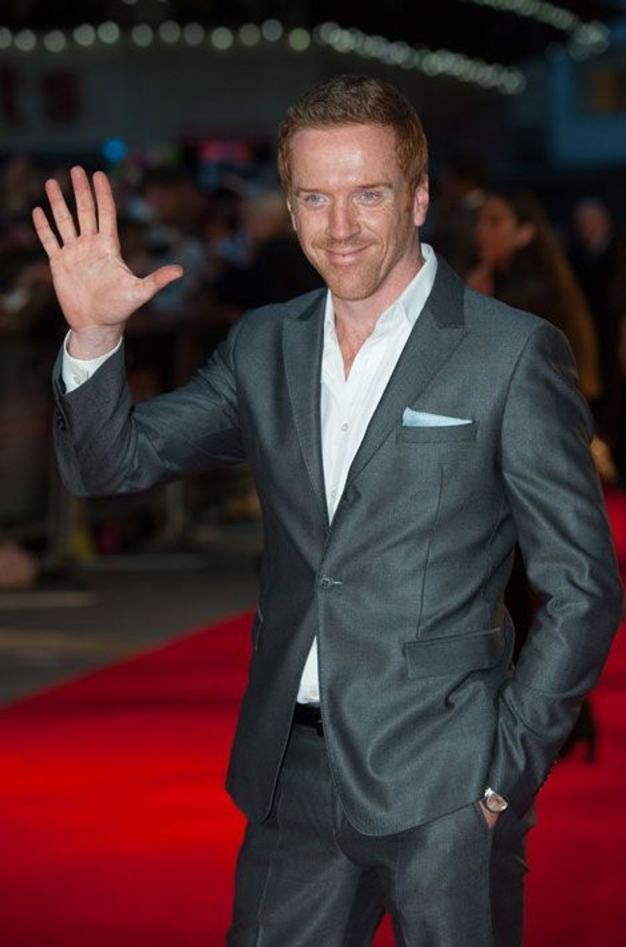 La rumeur est relancée. «Spectre» pourrait être le dernier film deDaniel Craigdans le rôle de James Bond. Dans des documents piratés en décembre dernier, l'ex-co-présidente de Sony Pictures Amy Pascal évoquait avec Elizabeth Cantillon, en charge de la franchise James Bond chez Columbia Pictures, la possibilité de remplacer Daniel Craig par Idris Elba même si le contrat de Daniel Craig stipule sa présence pour un autre opus après «Spectre».Depuis, nombreux sont ceux qui pensent que l'épisode 25 de Bond introduira un nouvel agent du MI6 pour remplacer Daniel Craig. Les paris sont lancés du côté des bookmakers et les noms de plusieurs acteurs circulent. Paris Match vous propose aujourd'hui de voter pour votre remplaçant préféré. Après Sean Connery,Roger Moore, Timothy Dalton, Pierce Brosnan et Daniel Craig, qui sera le prochain James Bond ?Pour le moment, Damian Lewis («Homeland»), Idris Elba («The Wire»), Tom Hardy («Mad Max : Fury Road»), Hugh Jackman («X-Men»), Henry Cavill («Men of Steel»), Michael Fassbender («MacBeth») et Sam Worthington («Avatar») font partie des favoris. Parmi les autres noms mentionnés chez les bookmakers, on retrouve, avec une plus faible côte, Orlando Bloom, Andrew Lincoln («The Walking Dead»), Dan Stevens («Downton Abbey)», Richard Armitage («The Hobbit») et Daniel Day-Lewis («Lincoln»). Bien que les chances soient infimes pour que l'un de ces acteurs prenne le costume de l'espion international, ils ne doivent pas pour autant être éliminés de la compétition d'avance. Après tout, de nombreux fans avaient au premier abord était surpris du choix de Daniel Craig.  Damian LewisDepuis quelques jours, l'acteur britannique figure en tête du classement des bookmakers. Révélé dans les séries «Life» et «Homeland»,Damian Lewisa le vent en poupe. La rumeur d'une rencontre entre le comédien de 44 ans et la production des James Bond a même circulé un temps, démentie finalement par le principal intéressé. Alors, le prochain James Bond sera-t-il roux ?