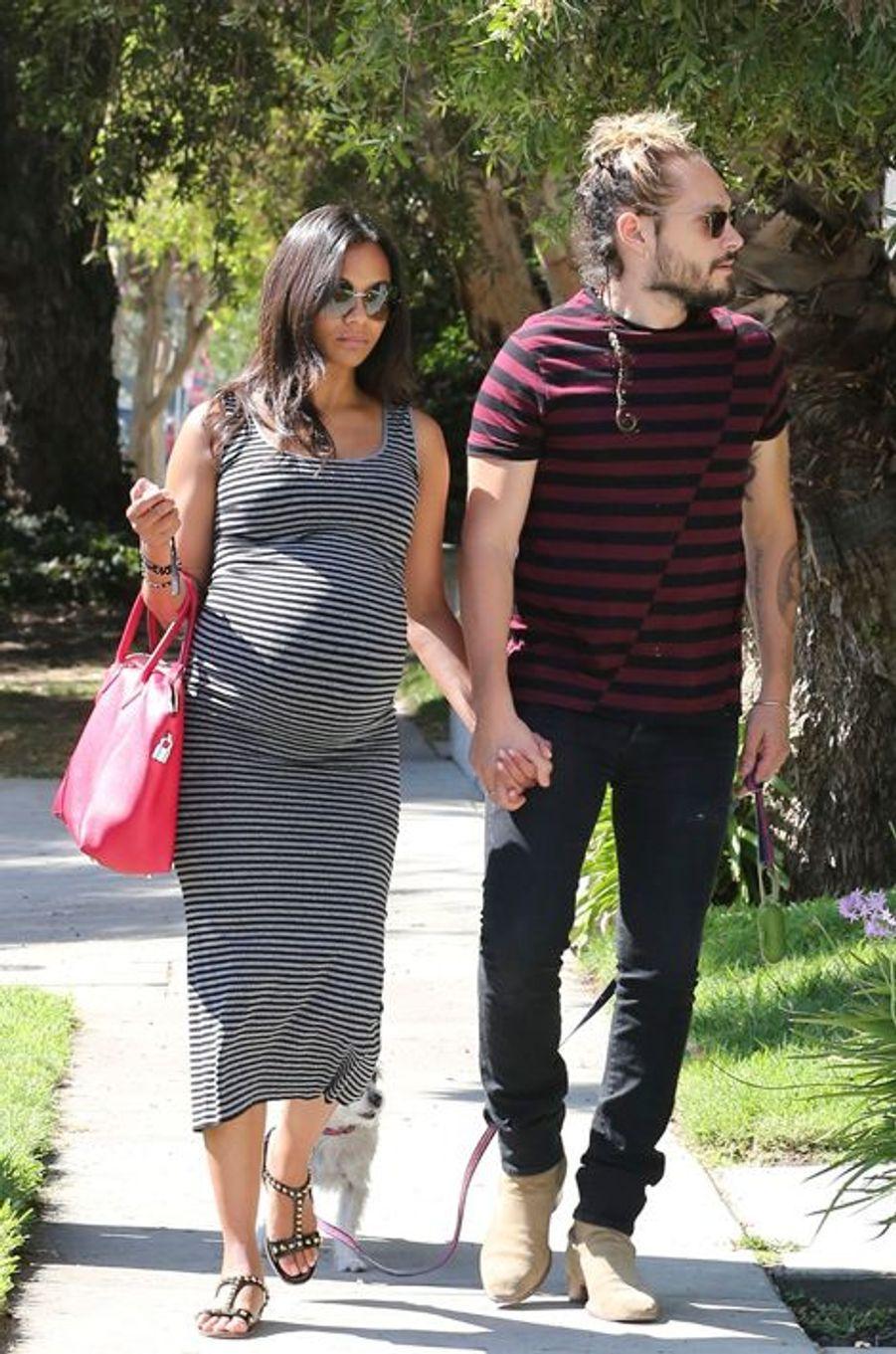 Zoe Saldana et son époux Marco Perego dans les rues de Los Angeles