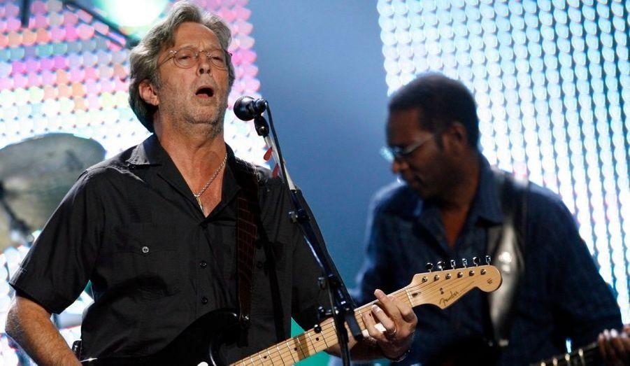 """Le grand guitariste Eric Clapton a annoncé qu'il allait sortir un 19ème album studio à la rentrée. En effet, le nouvel opus s'appelera sobrement Clapton et sortira le 28 septembre prochain. L'opus sera co-produit par le guitariste et son ami de longue date Doyle Bramhall II et devrait contenir des collaborations avec Steve Winwood, Wynton Marsalis, Sheryl Crow, Allen Toussaint ou encore Derek Trucks. """"Cet album n'était pas du tout ce à quoi je pensais au début, a-t-il déclaré. Au final c'est mieux que ce que ça devait être, d'une certaine manière, j'ai laissé les choses se faire. C'est une collection éclectique de chansons, et j'aime vraiment ça parce que si c'est une surprise pour les fans, c'en est une pour moi aussi."""""""