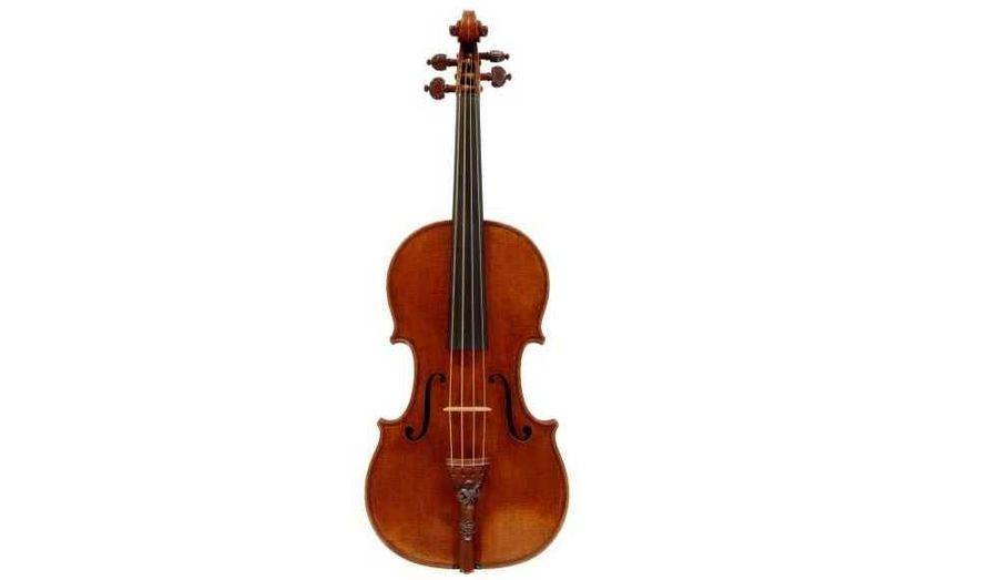 """Un violon Stradivarius extrêmement rare, ayant appartenu à la petite-fille du poète anglais Lord Byron, a été vendu lundi à un prix record de 9,8 millions de livres (11 millions d'euros) lors d'une vente de charité. Le """"Lady Blunt"""", datant de 1721, a été acheté par un acquéreur anonyme quatre fois plus cher que lors d'une précédente vente record d'un Stradivarius, selon la maison d'enchères Tarisio. L'instrument a appartenu pendant trente ans à Lady Anne Blunt, la petite-fille de Lord Byron."""