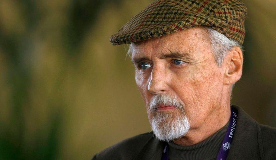 L'acteur et réalisateur américain Dennis Hopper, réalisateur du film culte « Easy Rider » en 1969, a est décédé aujourd'hui samedi à son domicile de Los Angeles, en Californie. Il était atteint d'un cancer de la prostate qui a fini par l'emporter. Il avait 74 ans.