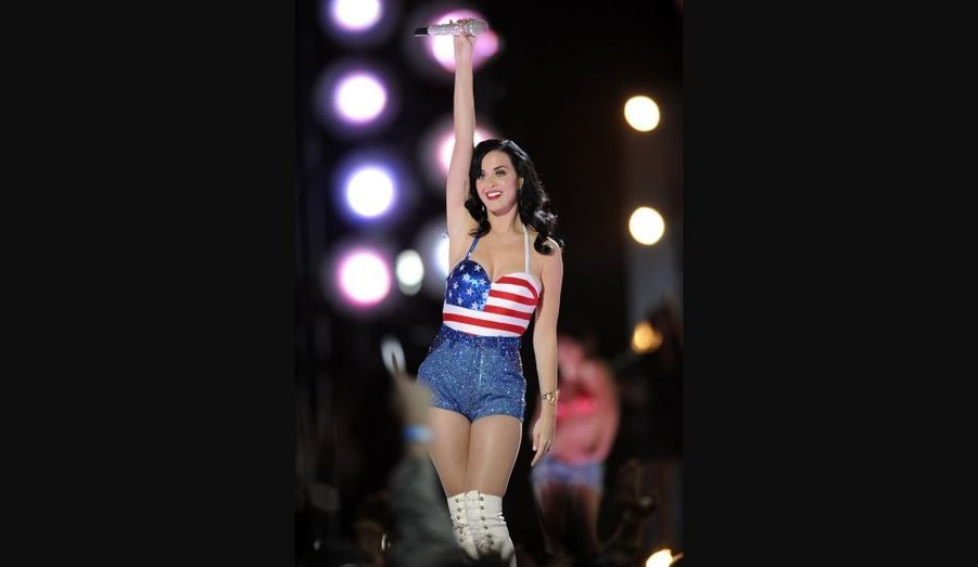 """Katy Perry, lors de l'émission de VH1 """"Divas Salute The Troops"""", au Marine Corps Air Station Miramar à San Diego, vendredi."""