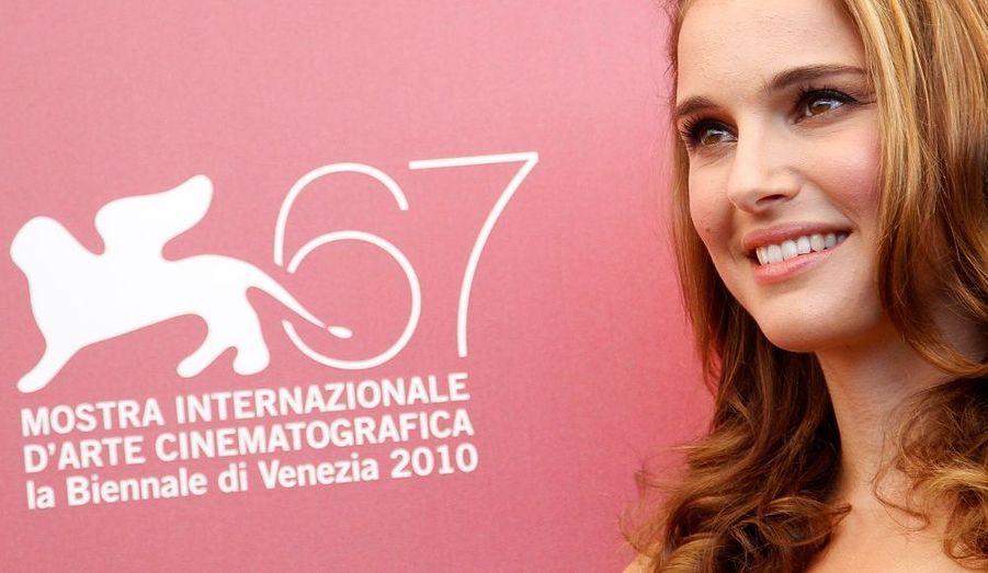Natalie Portman illumine le premier photocall de la Mostra de Venise qui ouvre ses portes ce soir avec la présentation de Black Swan de Darren Aronofsky.