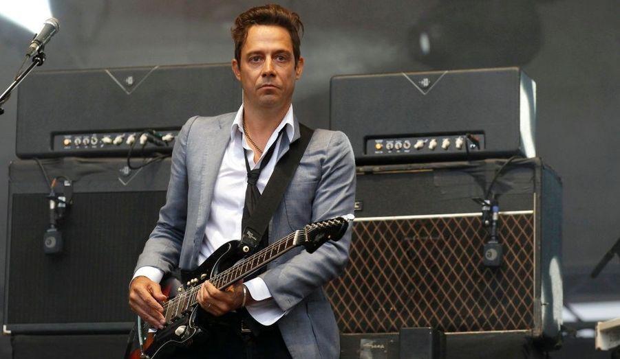 Jamie Hince, membre du groupe The Kills, est photographié alors qu'il donne un concert à l'occasion du festival Rock en Seine, à Saint-Cloud (Hauts-de-Seine).