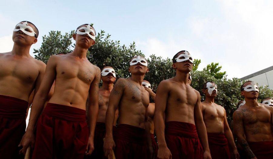 A Taïwan, chaque année des prisonniers participent à une performance théâtrale en dehors des murs grâce à la troupe U-Theatre de Changhua.