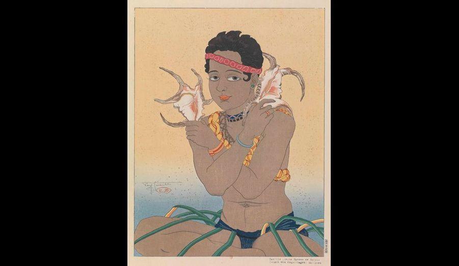 Jeune garçon de Saipan tenant des coquillages.