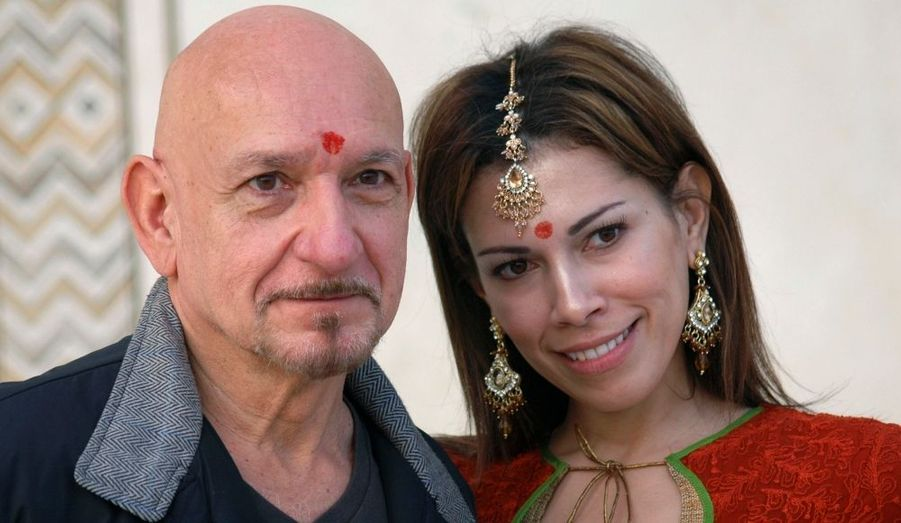 L'acteur britannique Ben Kingsley et sa femme Daniela prennent la pose lors d'une visite au Taj Mahal, en Inde. L'acteur, oscarisé pour son interprétation de Gandhi sous la direction de Richard Attenborough en 1982, est de retour sur les terres de ses origines lointaines. Ben Kingsley jouera bientôt le rôle d'une autre figure marquante de l'Inde, Shah Jahan, l'homme qui érigea le Taj Mahal, dans un film qu'il produira également.