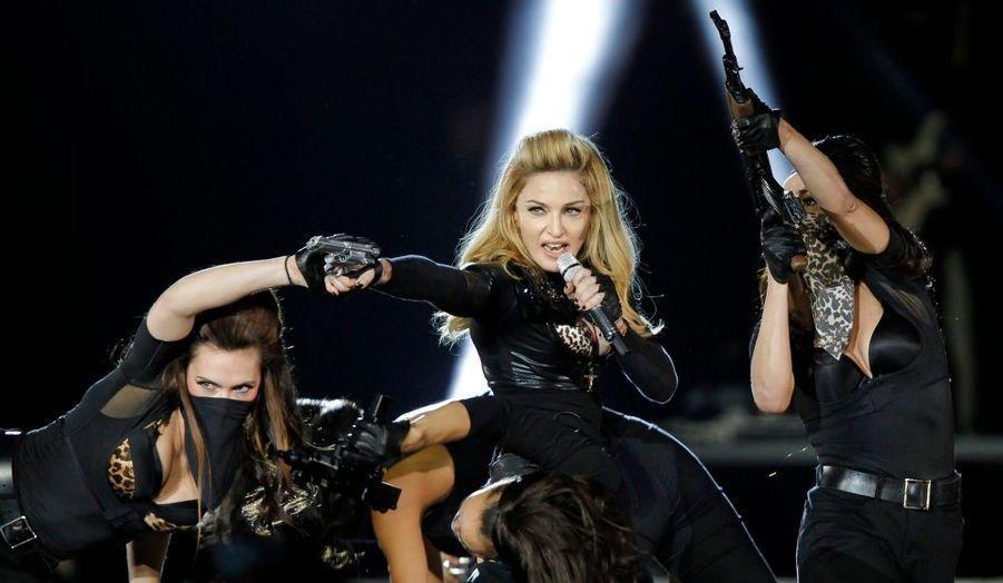 Madonna était samedi au Stade France dans le cadre de sa tournée MDNA, du nom de son nouvel album. Et a créé la polémique avec un clip qui montre Marine Le Pen le front affublé d'une croix gammée.