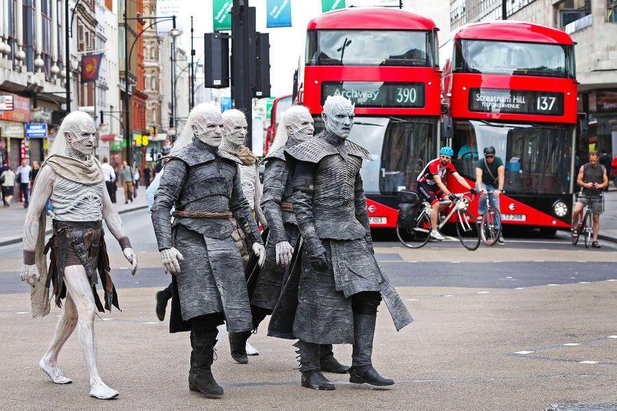 Les Marcheurs blancs dans les rues de Londres.