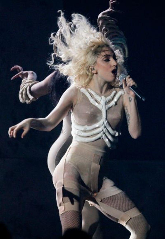 Lady GaGa a de son côté chanté Bad Romance.