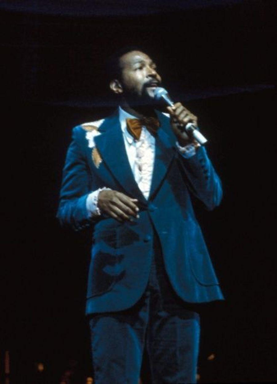 La grande voix de la Soul américaine était un grand séducteur sûr de lui sur scène. Mais en dehors Marvin Gaye était victime des démons de l'alcool et de la drogue. Également en proie à de graves problèmes financiers, le chanteur s'est réfugié chez ses parents. Mais Marvin Gaye entretenait des rapports tendus avec son père, qui le battait étant jeune. Le 1er avril 1984, il se dispute avec lui après avoir consommé de la cocaïne. Son père, se sentant menacé selon lui, l'abat de deux balles de revolver. Il meurt la veille de ses 45 ans. Inculpé de meurtre avec préméditation, il plaide coupable de meurtre et la légitime défense n'est pas reconnu.