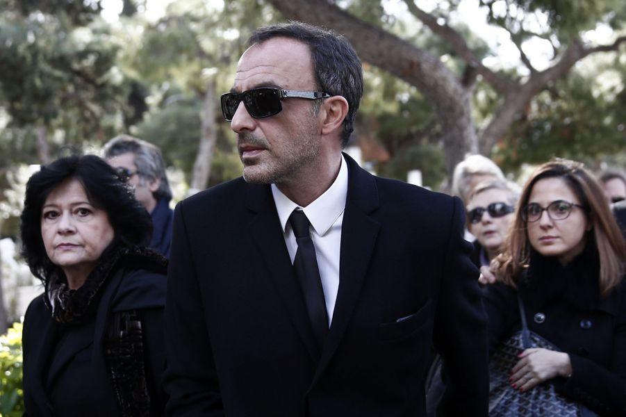 Nikos Aliagas aux obsèques de Demis Roussos