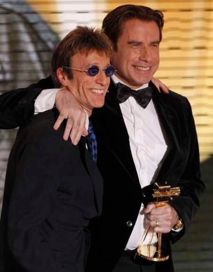 En février 2011, Robin Gibb avait remis le prix du Meilleur acteur international à John Travolta lors de la 46ème cérémonie des Goldene Kamera à Berlin. Il était apparu le visage terriblement émacié, inquiétant ses fans sur son état de santé.