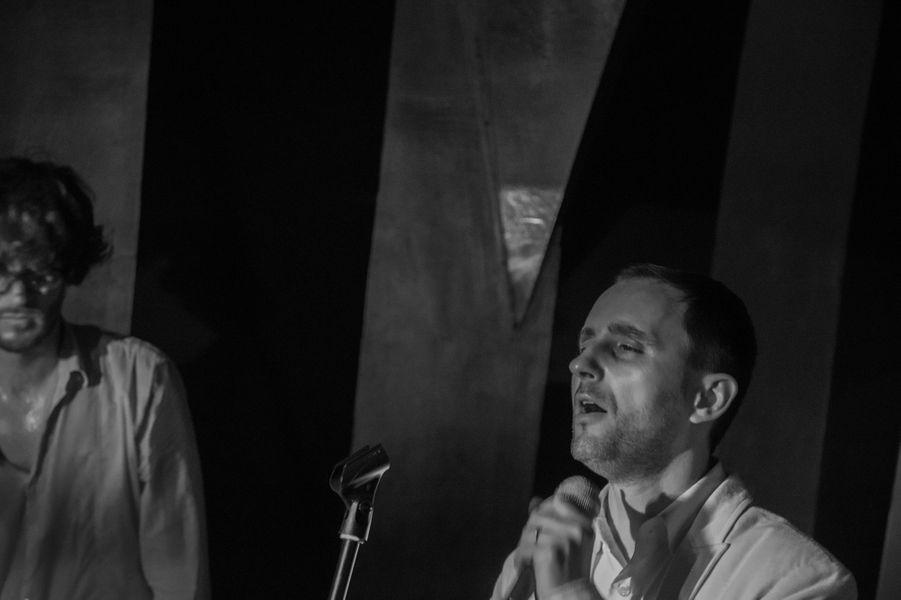 Henning Specht et Thierry Moreira de Hypnolove. Le groupe était hier mercredi en concert au Nuba pour l'ouverture du club sur le toit de l'Institut de la mode. La première partie du trio toulousain à la musique pop dansante était assurée par le quatuor new wave Tristesse contemporaine.