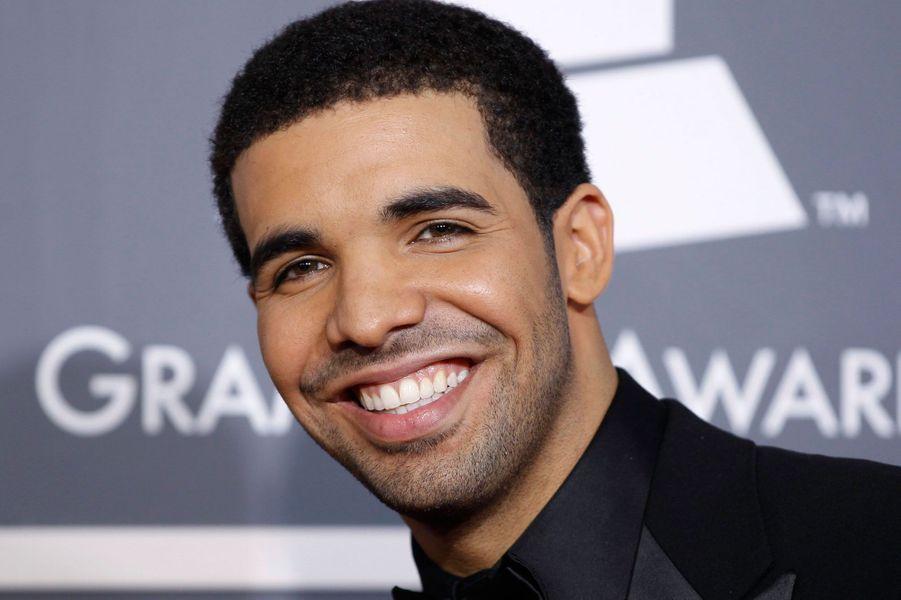 3- Drake 33 millions de dollars